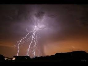 बिजली गिरने से एक युवक की दर्दनाक मौत