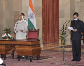 CVC: राष्ट्रपति के सचिव रहे संजय कोठारी बने नए सतर्कता आयुक्त, मास्क लगाकर ली शपथ