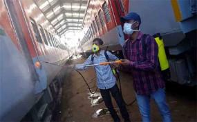 कोरोना से लड़ने के लिए रेलवे ने तैयार किया पीपीई किट