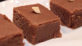 RECIPE: खाने के बाद हो मीठे की डिमांड तो 2 मिनट में बनाएं चॉकलेट बर्फी