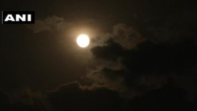 Super Pink Moon 2020: पंजाब के लुधियाना में दिखा साल का सबसे बड़ा और चमकदार चांद, देखें नजारा
