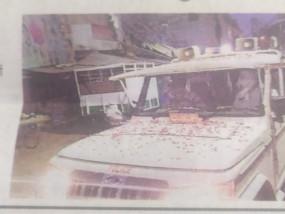 लॉकडाउन के दौरान पुलिस वाहनों पर फूल बरसे -नियमों का पालन करने की भी शपथ ली