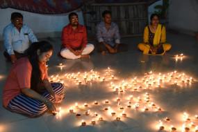 प्रधानमंत्री मोदी के आह्वान पर रविवार रात देश ने मनाया दीपावली