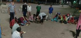 भोजन के साथ घर पहुँचने कराई परिवहन व्यवस्था - मजदूरों के लिए देवदूत बनी पुलिस