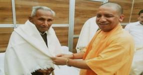 UP: सीएम योगी के पिता आनंद सिंह बिष्ट की हालत गंभीर, दिल्ली के एम्स में भर्ती