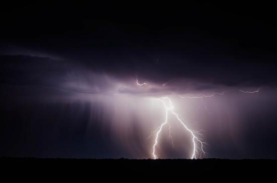 उप्र में बिजली गिरने व आंधी तूफान से 13 की मौत