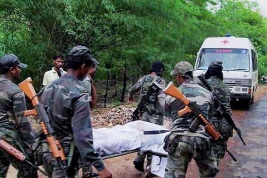 झारखंड में नक्सलियों के हमले में पुलिसकर्मी सहित 2 की मौत