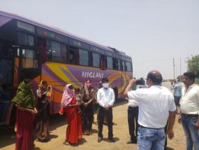 होशंगाबाद से पैदल छिंदवाड़ा पहुुंचे छग के 25 मजदूर, राज्यपाल ने बस से भेजा