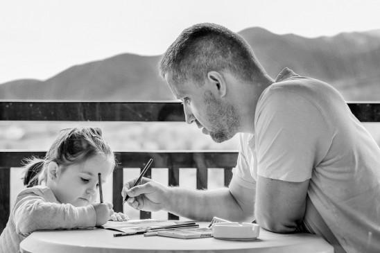 लॉकडाउन के बीच 56.2 प्रतिशत पुरुषों ने बच्चों की देखभाल की जिम्मेदारी निभाई