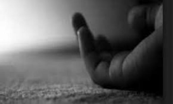 मुंबई से आए दंपत्ति को लगवाई होम क्वॉरेंटाइन की सील, घर लौटते वक्त पति ने तोड़ा दम