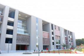 अहमदाबाद के विश्वविद्यालय में कक्षा 10 और 11 के अंकों के आधार पर दाखिले शुरू