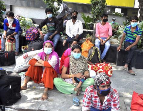 आगरा : सरकार की तरफ से श्रमिकों को भेजा जा रहा घर