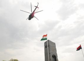 वायुसेना के हेलीकॉप्टर ने हैदराबाद के गांधी हॉस्पिटल पर फूल बरसाए