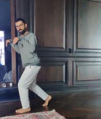 अनुष्का ने कोहली का हास्यास्पद डायनासोर वीडियो साझा किया