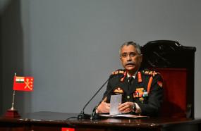 हंदवाड़ा मुठभेड़ में शहीद हुए जवानों को सेना प्रमुख ने श्रद्धांजलि दी