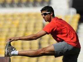 क्रिकेट: जब आशीष नेहरा को डेब्यू टेस्ट मैच में हर पारी के बाद खुद अपने हाथों से सिलने पड़े थे जूते ...