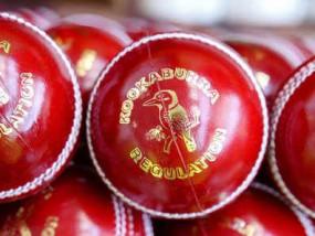 क्रिकेट: बॉल शाइन करने के लिए कूकाबूरा बना रही वैक्स एप्लीकेटर, अब नहीं करना पड़ेगा लार और पसीने का इस्तेमाल