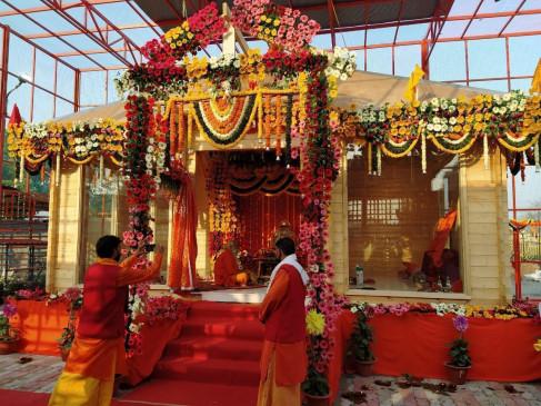 अयोध्या के संतों की मांग: शराब की दुकानें खुल गईं, मंदिर क्यों हैं बंद? तीर्थयात्रियों के इन्हें भी खोला जाए