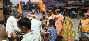 बिहार : हाजीपुर के गांवों में निर्धनों तक ठेला से पहुंच रहा है खाना
