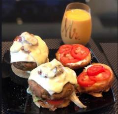 बिपाशा ने पति के लिए बनाया बर्गर और मिल्कशेक