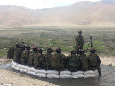 Border dispute: चीन ने LAC के पास तैनात किए 1000 सैनिक, भारत ने भी बढ़ाई सैनिकों की संख्या