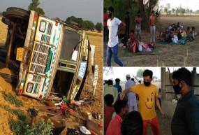 बुंदेलखंड : गुजरात से छत्तीसगढ़ जा रहा ट्रक पलटा, 20 प्रवासी मजदूर घायल