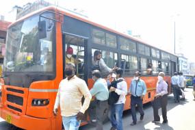 दिल्ली में 56 दिनों बाद चली बसें, दिशानिर्देश बुधवार को