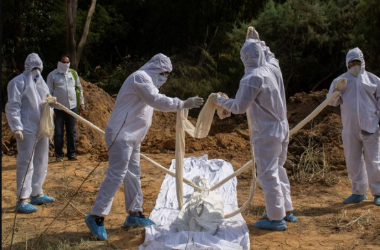 COVID-19 Pandemic: कुवैत में दफनाया गया शव, परिजनों ने भारत में पुतले का किया अंतिम संस्कार
