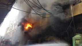 दिल्ली : जूता फैक्ट्री में भीषण आग