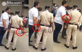 दिल्ली: ठेके के बाहर शराब बेचता दिखा पुलिसकर्मी हुआ सस्पेंड, वीडियो वायरल