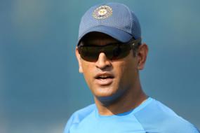 क्रिकेट: धोनी के प्रशंसकों की मांग, दाढ़ी कटवाएं पूर्व कप्तान