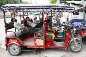 दिल्ली में ई-रिक्शा मालिकों को भी 5000 रुपये की सहायता राशि मिलेगी
