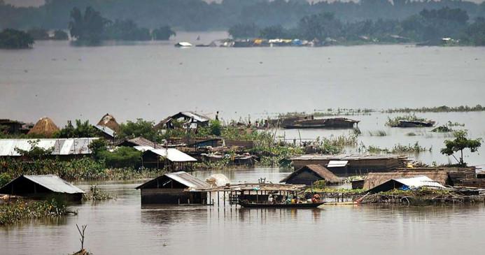 असम: बाढ़ से बिगड़े हालात, 11 जिलें बुरी तरह प्रभावित, जीवन अस्त-व्यस्त