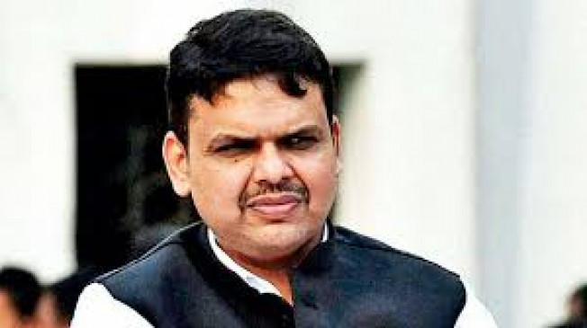 आईपीएस अधिकारी गुप्ता को क्लीन चिट पर उठाया फडणवीस ने सवाल - महाराष्ट्र में आघाडी या वाधवान की सरकार