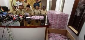 Fake News: तेलंगाना से बरामद हुए नकली नोटों की फोटो, गलत दावें के साथ वायरल
