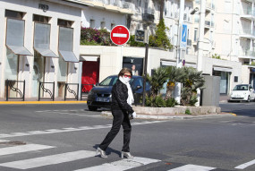 फ्रांस के अस्पतालों में कोरोना संक्रमित मरीजों की भर्ती में गिरावट