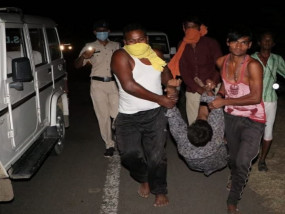 हादसा: आम के ट्रक मे छिपकर आगरा जा रहे मजदूरों का ट्रक पलटा, 5 की मौत, सीएम शिवराज ने जताया दुख