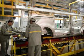 फ्रांस की कार कंपनी Renault दुनियाभर में 15,000 लोगों की करेगी छंटनी