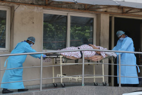 गौतमबुद्धनगर : जिला अस्पताल के कूड़ेदान में मिले इस्तेमाल में लाए गए पीपीई किट