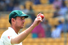 क्रिकेट: सलाइवा बैन पर बोले हेजलवुड, गेंद बनाना है खिलाड़ी का स्वभाव