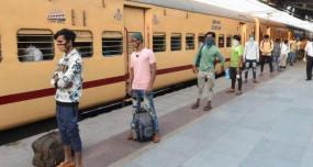Indian Railway: कल से फिर पटरी पर दौड़ेंगी ट्रेनें, ऐसे करें टिकट बुकिंग