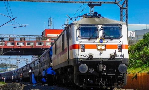 Indian Railway: भारतीय रेलवे ने बदले नियम, चार महीने पहले रिजर्वेशन, 31 मई से पार्सल सुविधा भी होगी शुरू