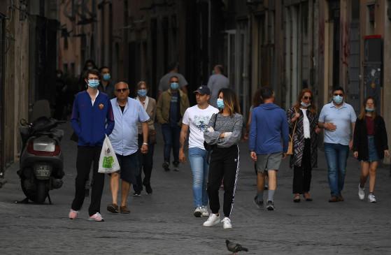 कोविड-19 : इटली में नए मामले और मौतें दो महीने में सबसे कम