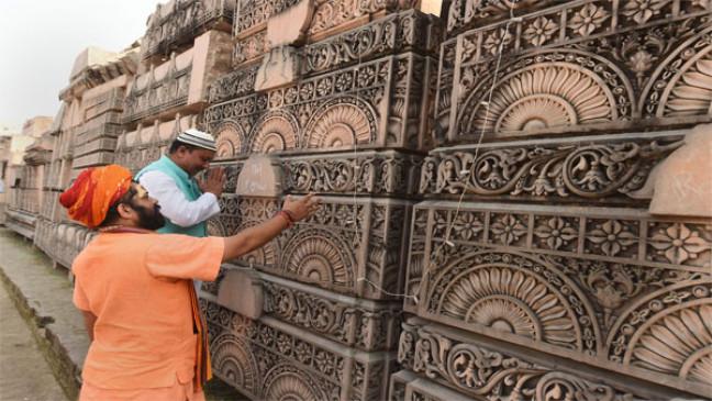 अयोध्या: राम मंदिर के लिए जमीन का समतलीकरण तेज, जेसीबी से खुदाई में निकल रहीं खंडित मूर्तियां