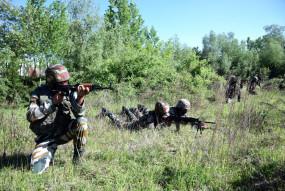 पुलिस के हत्यारों को पकड़ने जम्मू-कश्मीर के गांवों में बड़े पैमाने पर तलाशी