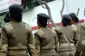 लॉकडाउन : ड्यूटी पर तैनात महिला पुलिसकर्मियों को कई समस्याओं का करना पड़ रहा सामना