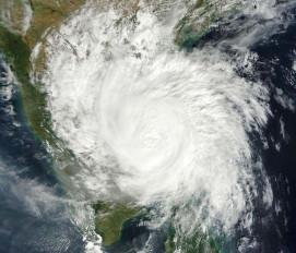 अरब सागर पर कम दबाव से चक्रवाती तूफान में जल्द तेजी का अंदेशा : आईएमडी