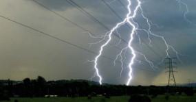 MP Weather: मध्य प्रदेश के तीन जिलों में आंधी-बारिश का कहर, 7 लोगों की मौत, बिजली ठप