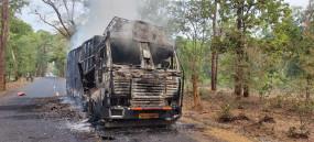 नक्सलियों की करतूत, चार वाहनों को लगाई आग