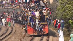 Fake News: क्या भीड़ से लदी ट्रेन का वीडियो भारत का है? जानें क्या है सच